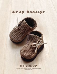 Wrap Baby Booties Crochet Pattern by Kittying.com / Mulu.us | This pattern includes sizes for 0 - 12 months.