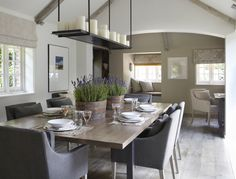 Helen Green - Country House, Sussex-love the informal rustic country cottage dining Dining Room Inspiration, Interior Design Inspiration, Dining Room Design, Dining Room Table, Dining Chairs, Room Chairs, Dining Rooms, Dining Area, Style At Home