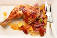 Kombinasjonen kylling, frukt og chili er nydelig, og vel verdt et forsøk. Spandèr på deg kyllinglår av god kvalitet, det vil du slett ikke angre på.