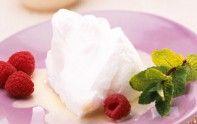Voici une recette facile et rapide d'œufs à la neige et crème de lait. Un dessert gourmand délicieux.