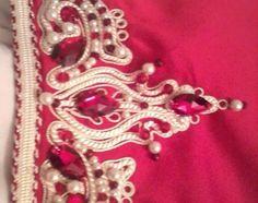 4award.com - caftan rouge avec zouak en fil d'or et perles