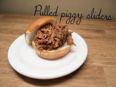 Pulled piggy sliders - from Lunchblocks Sliders, Slow Cooker, Breakfast, Recipes, Food, Morning Coffee, Recipies, Essen, Meals