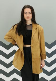 Here at Revolva we're excited to bring you this vintage suede jacket. A pre-loved piece that can come with some wear; bobbling, snags, or loose stitching. Any faults are photographed or mentioned below. Head over to our Facebook and send us a message for a DISCOUNT code for your first order if you give us a like! Sizing and care will indicate any further measurements. Shipping daily, place an order before 3pm and it'll be gone the same day! Mon-Fri express delivery does not include Saturday…