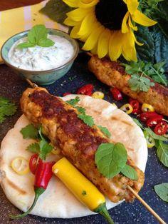 Kebaby z łososia z miętowo-ogórkowym dipem i pitą.   Sezon na smak