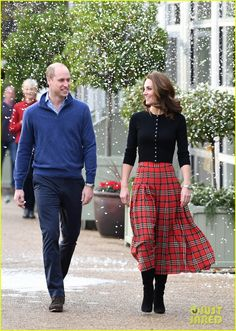 Kate Middleton Photos Photos: The Duke And Duchess Of Cambridge Host A Christmas Party For Families Of Military Personnel Deployed In Cyprus Vestidos Kate Middleton, Moda Kate Middleton, Kate Middleton Dress, Princesa Kate Middleton, Kate Middleton Photos, Kate Middleton Style, Beauty And Fashion, Fashion Looks, Royal Fashion