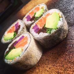 Maki #Sushi de Salmón Aguacate Patata Morada y Cebollino / Salmon Maki Sushi with Avocado Patatoes and Chives #gastronomía #sushitime #sushilover