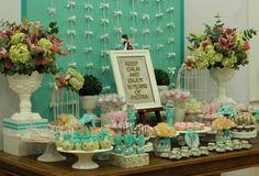 Mesa para debutantes românticas |
