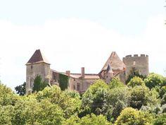 CHATEAU DE LA ROCHE AIGUEPERSE A CHAPTUZAT, PUY-DE-DOME.- Selon l'ordonnance de Moulins, les parlements ne pourront refuser d'enregistrer les édits ou les ordonnances ni de les faire appliquer. L'édit de Moulins quant à lui affirme l'inaliénabilité du domaine royal, sauf les apanages. C'est le promoteur des édits de Fontainebleau sur l'arbitrage et la transaction. Après la mort de François II (1560) il a pour projet d diminuer le nombre d'officiers.