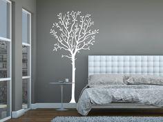 Mit dem Wandtattoo Dekorativer Baum kannst Du Deine Wand kreativ gestalten.