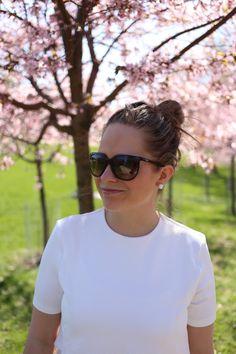 Homevialaura   Mother's Day   Cherry blossom trees   Bugaboo Cameleon All Black