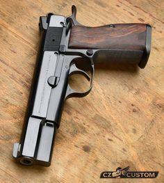 Browning HP classic love this pistol Survival Weapons, Weapons Guns, Guns And Ammo, Rifles, 1911 Pistol, Shooting Guns, Custom Guns, Military Guns, Cool Guns
