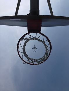 Basketball N Planes Basketball Tumblr, Basketball Pictures, Sports Basketball, More Wallpaper, Iphone Wallpaper, Great Pictures, Cool Photos, Basketball Photography, Airplane Photography