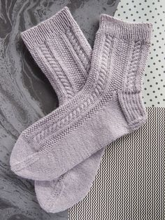 Lystikäs koti Crochet Socks, Knitting Socks, Knit Crochet, Knit Socks, Rainbow Dog, Men In Heels, Warm Socks, Red Green Yellow, Designer Socks