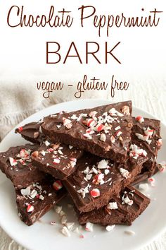 Chocolate Peppermint Bark (vegan gluten free) - This simple dark Chocolate Peppermint Bark recipe is perfect for Christmas. It's a fun dessert for a party and a great homemade gift. Lemon Desserts, Great Desserts, Healthy Dessert Recipes, Vegan Recipes, Vegan Food, Vegan Baking, Vegan Snacks, Dessert Ideas, Free Recipes