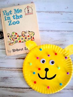 Put Me in the Zoo Animal Paper Plate Craft for Preschool - would be cute for Dr. Seuss week, color sorting, and fine motor skills activities! Fun at home or for teachers in the classroom