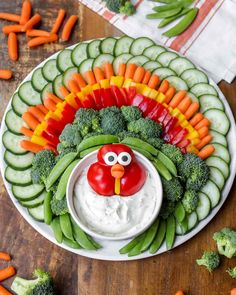 Turkey Vegetable Tray The most festive turkey veggie tray you will ever make (even the kids can help)! Perfect for your Thanksgiving dinner with friends and family. Thanksgiving Vegetables, Thanksgiving Snacks, Thanksgiving Turkey, Thanksgiving Outfit, Thanksgiving Decorations, Hosting Thanksgiving, Table Decorations, Turkey Veggie Tray, Veggie Platters