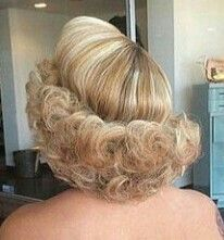 Vintage Hairstyles Updo permed and colored, he's going home Classic Hairstyles, Retro Hairstyles, Curled Hairstyles, Halo Hair, Ear Hair Trimmer, Bouffant Hair, Blonde Curls, Hair Flip, Big Hair