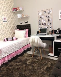Bedroom Decor For Teen Girls, Girl Bedroom Designs, Room Ideas Bedroom, Teen Room Decor, Small Room Bedroom, Bedroom Layouts, Home Decor Bedroom, Study Room Decor, College Room Decor