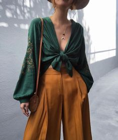 Paper bag waist culotte pants - Everything you are looking Trendy Outfits, Fashion Outfits, Womens Fashion, Cute Hippie Outfits, Fashion Ideas, 70s Outfits, Fall Fashion Trends, Modest Fashion, Fashion Tips