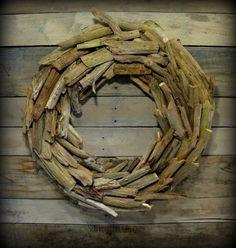 Turn Driftwood into a Beachy Wreath