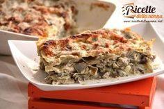 La ricetta di una variante della classica lasagna preparata con i carciofi e la salsiccia.