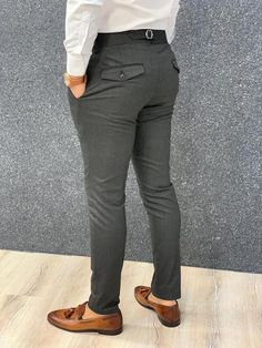 Product : pleated buckled pantsCollection: 🍁AUTUMN-WINTER Collections Size material : Washable : yes Fitting : Slim Fit Remarks: Dry Cleaning Only Shipping Company: DHL Formal Casual, Formal Men Outfit, Formal Pants, 1920s Mens Clothing, Mens Clothing Styles, Nigerian Men Fashion, African Men Fashion, Male Fashion, African Dresses Men