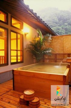 Encased wooden Japanese hot tub…for outside the perfect tiny home. Would be gr… – Platonic Adventure – japanesetubs Japanese Bathtub, Japanese Soaking Tubs, Tub Shower Combo, Shower Tub, Piscina Spa, Japanese Hot Springs, Tub Enclosures, Outdoor Baths, Outdoor Spa