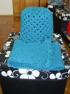 turquoise complete   beanie & collar with buttons