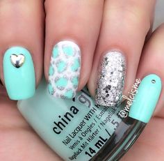 Adorable teal nails!