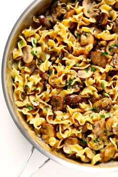 This vegetarian Mushroom Strogranoff recipe is easy to make in about 30 minutes, and it's so savory and delicious. Serve it over egg noodles, traditional pasta, or whatever sounds good to you! | Gimme Some Oven #stroganoff #vegetarian #mushrooms #dinnerrecipes