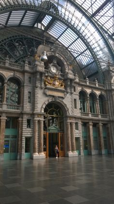 Station Antwerpen-Centraal in Antwerpen. Vou! Oli aika mahtava juna asema:)