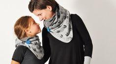 Der Schal ist ganz superfix genäht und ist dennoch ein Hingucker durch seine originelle Wickelart. Der Knopf kann auch durch Bindebänder oder Karabinerhaken ersetzt werden – hier kannst du dich kreativ voll austoben! Hier findest du eine Bindeanleitun