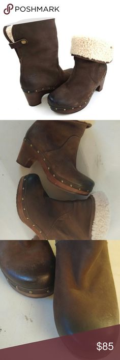 Authentic Ugg Australia Lynnea Ankle Boot Sheerling Convertible Clog Boots, Hombre Dark Brown,Cuff,Sheep Skin Lining, Rubber Sole, Genuine Leather Upper, Wooden Clog Style Sole and Heel Very lightly worn if at all! No odors. Only subtle imperfections. Small markings on bottom of both soles. See pics UGG Shoes Ankle Boots & Booties