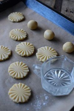 pastry cookies with stamped patterns, baking tips, cake recipes Easy Cookie Recipes, Baking Recipes, Cake Recipes, Dessert Recipes, Baking Tips, Swedish Recipes, Sweet Recipes, Candy Cookies, Sugar Cookies