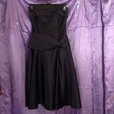 Jessica McClintock Formal Dress Pure black and very elegant. Has a few knits to give it a little design. It's a very fitting and flattering drees perfect for a night out. I bought it but have not worn it because I haven't gone anywhere fancy enough but I'm sure you will. Has one small flaw in the back as seen in picture 4 but not very noticeable my camera could barely capture it. Size 4 from Jessica McClintock -NWOT- Jessica McClintock Dresses Strapless