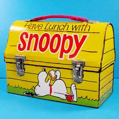 Lunch time, Snoopy! Pack your noon meal in a vintage Peanuts lunch boxes, thermos flasks, soup containers and lunch bags. Find them in our shop at CollectPeanuts.com.