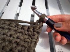 Estas cestas rectangulares  tenía muchas ganas de hacerlas y cuando recibí este  trapillo tuve claro que había llegado el momento de pon... Montessori Materials, Learn To Crochet, Merino Wool Blanket, Diy Crafts, Deco, Blog, Bow Braid, Sewing Baskets, Crochet Bags