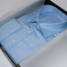 chemise homme, chemise bleue, chemise en coton, chemise business, chemise poignets mousquetaires, chemise gorge surpiquée, chemise bas droit, chemise avec baleines, chemise col italien, chemise non iron
