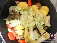 간장 돼지등뼈찜 황금레시피 :: 어마어마한 양이니 놀람주의 : 네이버 블로그 Celery, Chicken, Meat, Vegetables, Food, Food Food, Essen, Vegetable Recipes, Meals