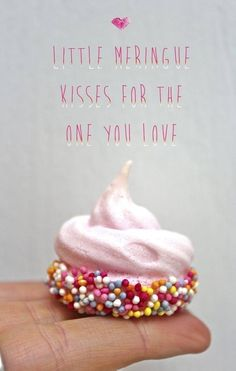 make little meringue kisses for valentine's day! Or use white meringue with red/green jimmies Meringue Kisses, Meringue Cookies, Cake Cookies, Cupcake Cakes, Shark Cookies, Meringue Desserts, Cake Pops, Macarons, Yummy Treats