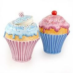 I have the one with the blue bottom but can't find the one with the pink bottom.. Cupcake Cookie Jar, Cupcake Art, Cookie Jars, Cupcake Kitchen Decor, Bakery Kitchen, Hostess Cupcakes, Teapot Cookies, Cupcake Collection, Cupcake Heaven