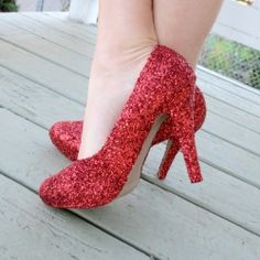 Make your own red, sparkly shoes and skip down the yellow brick road. Can I be Dorothy for Halloween? Glitter Wedding Shoes, Unique Wedding Shoes, Sparkly Shoes, Glitter Shoes, Red Shoes, Cute Shoes, Blue Glitter, Dorothy Shoes, Ruby Red Slippers