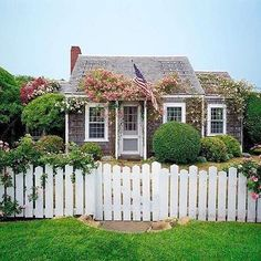 The dreamiest of cottages! (: @nantucketfineliving)