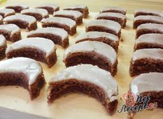 Christmas chocolate and nut cookies with rum glaze. Makes about 120 pieces (small moons). The post Rum-moon cookies appeared first on Orchid Dessert. Christmas Chocolate, Christmas Desserts, Christmas Baking, Moon Cookies, Healthy Donuts, Strawberry Smoothie, Easy Bread, Chips, Cookie Desserts