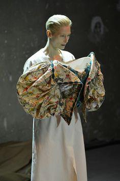 http://brankopopovic.blogspot.nl/2012/10/tilda-swinton-in-impossible-wardrobe.html