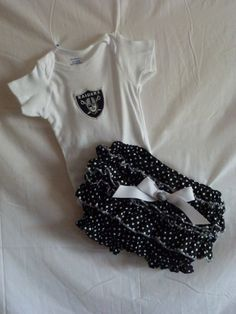 NFL Raiders baby girl outfit w/bloomers Love this. We won't tell daddy. Nfl Raiders, Raiders Baby, Oakland Raiders, Cute Cottage, Daddy, Home And Away, Baby Shower Cakes, To My Daughter, Girl Outfits