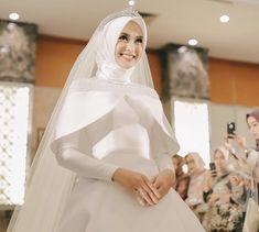 Muslim Wedding Gown, Muslimah Wedding Dress, Muslim Wedding Dresses, White Wedding Gowns, Muslim Brides, Dream Wedding Dresses, Bridal Dresses, Bridesmaid Dresses, Bridal Hijab