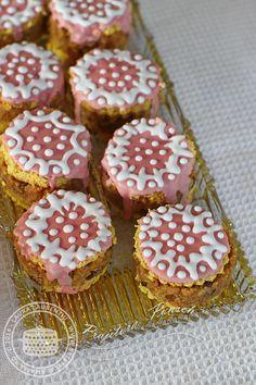 Prajitura Punsch | Rețete - Laura Laurențiu Desserts, Food, Punch, Kuchen, Tailgate Desserts, Deserts, Essen, Postres, Meals