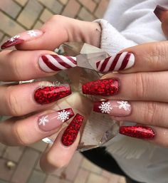 Winter Nails - 102 festive and easy christmas nail art designs you must try page 2 Chistmas Nails, Cute Christmas Nails, Christmas Nail Art Designs, Holiday Nail Art, Xmas Nails, Red Nails, Snowman Nails, Christmas Acrylic Nails, Halloween Nails