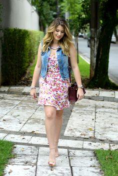 Look do dia: vestido florido + colete jeans — Niina Secrets